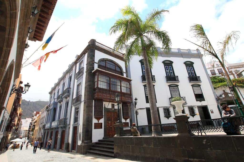 El Cabildo realizará una auditoría para comprobar el estado y adecuación a la ley de sus 103 inmuebles en toda la Isla