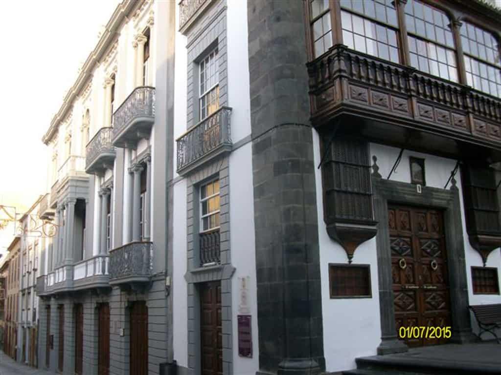 El Cabildo ya ha pintado sus edificios en Santa Cruz de La Palma de cara a las Fiestas Lustrales de la Bajada