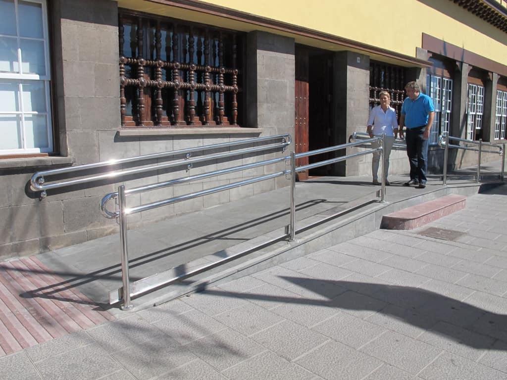 El Cabildo mejora la accesibilidad al edificio del antiguo Parador de Turismo con la instalación de una rampa