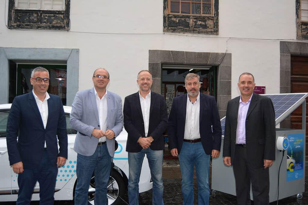 El piloto Albert Bosch inaugura la 'Feria del Vehículo Eléctrico' con una ponencia sobre el transporte del futuro