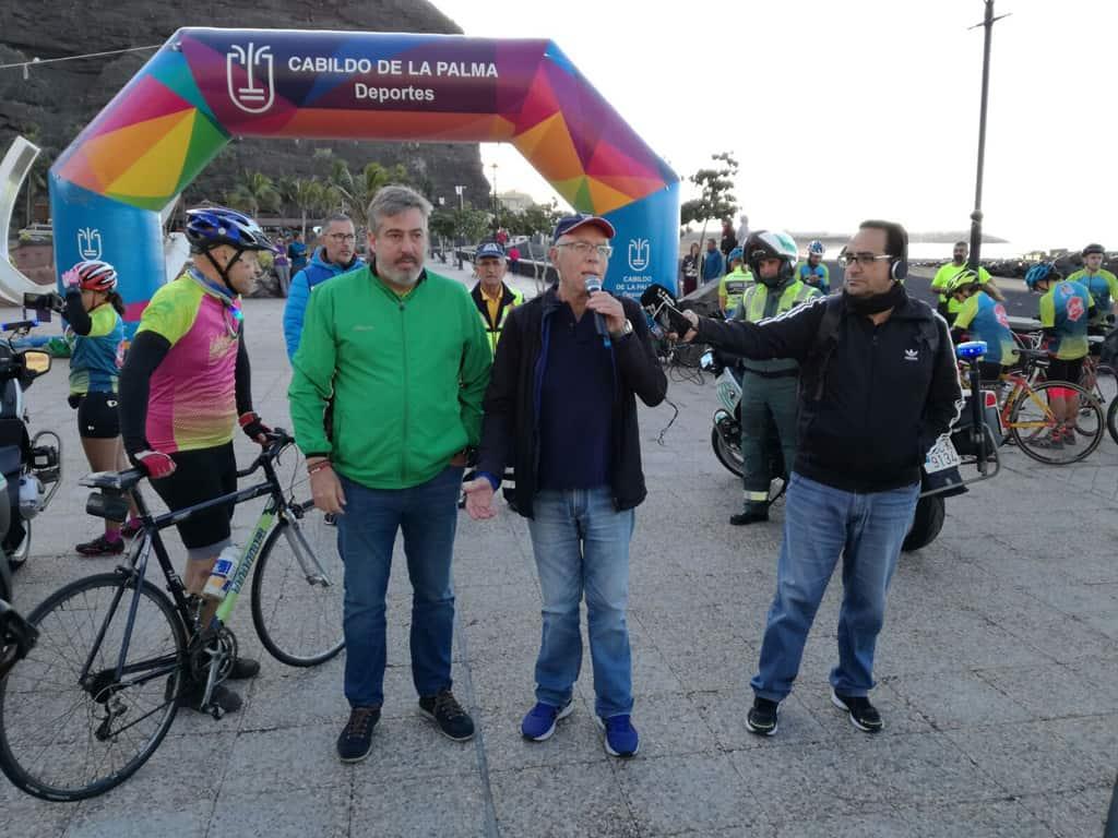 Más de mil personas pedalean por las carreteras de La Palma para reivindicar la seguridad vial de los ciclistas
