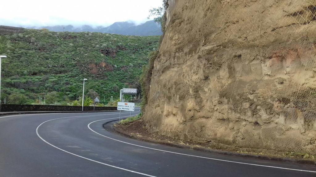 Reabierto al tráfico el carril de la LP-1 entre el IES Virgen de Las Nieves y la rotonda de Mirca, en Santa Cruz de La Palma