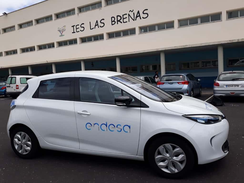 El Cabildo imparte a 300 escolares de la isla una serie de charlas sobre vehículos eléctricos y energías limpias renovables