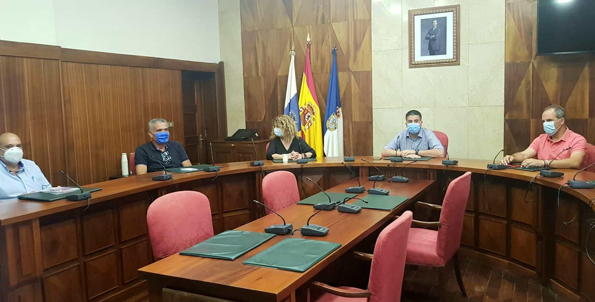 Cabildo, Ayuntamiento y asociaciones empresariales coordinarán mejoras en la avenida Marítima